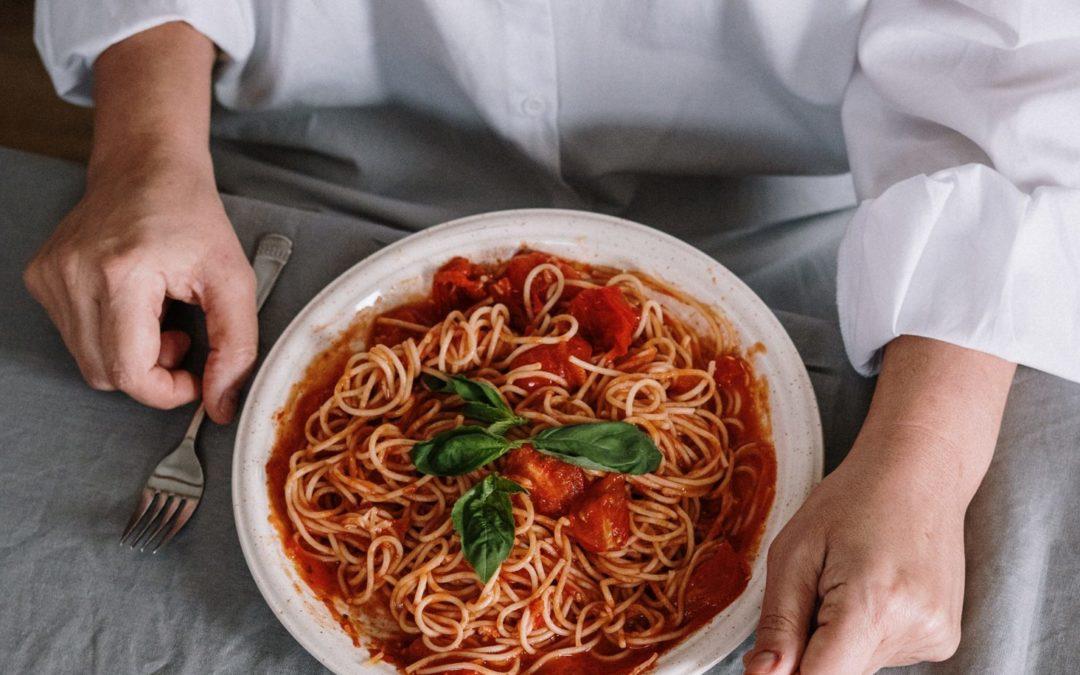 One-Pot Pasta mit Tomaten, Paprika und Pilzen