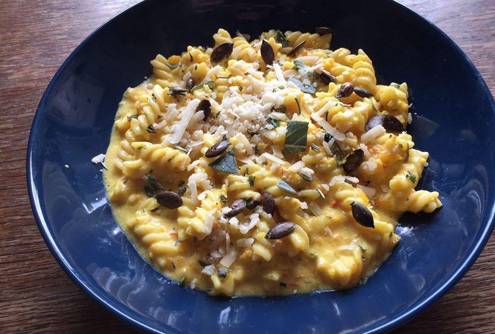 Cremige One-Pot-Kürbis-Pasta