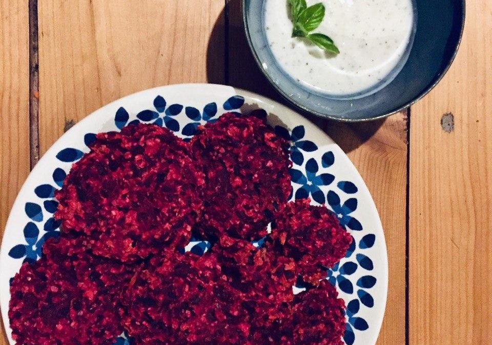 Rote-Bete-Patties mit Joghurt-Dip
