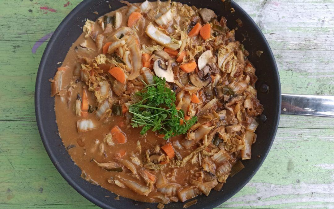 Vegane Asia-Pfanne mit Chinakohl & Pilzen