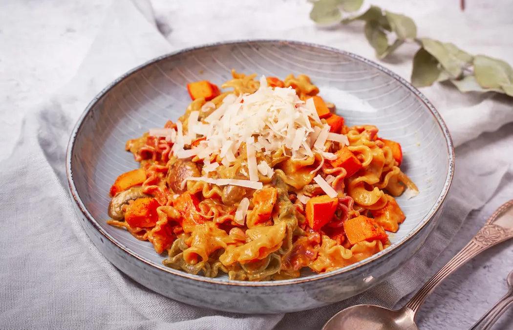 Cremige Pasta mit Kürbis und Champignons
