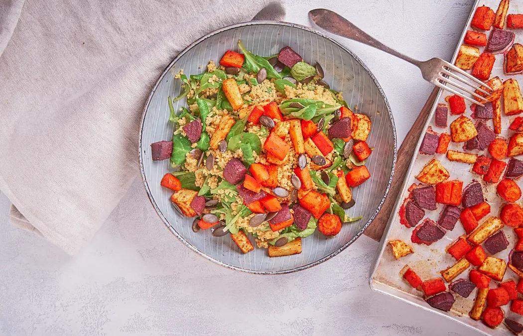Couscoussalat mit gebackenem Wurzelgemüse & Feldsalat