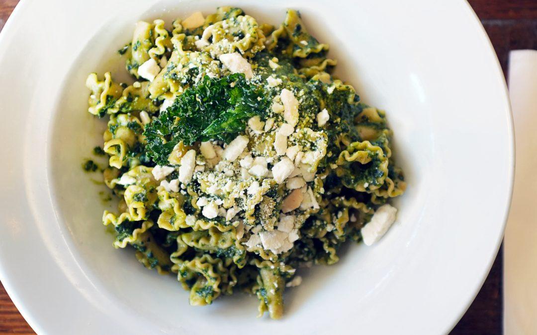 Winterliches Superfood: Leckeres Grünkohl-Pesto mit Pasta