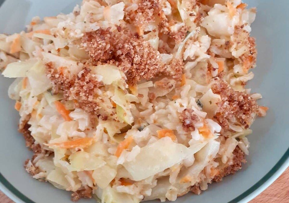 Überbackener Spitzkohl-Möhren-Reis mit Salbei & Parmesan