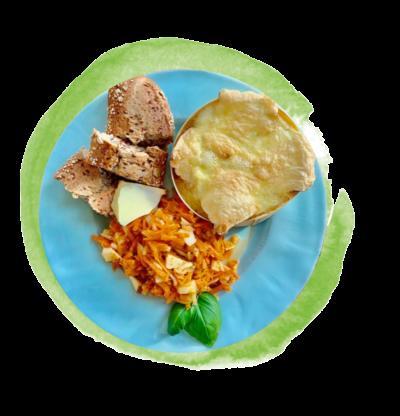 Apfel-Möhren-Salat mit Baguette und Ofenkäse