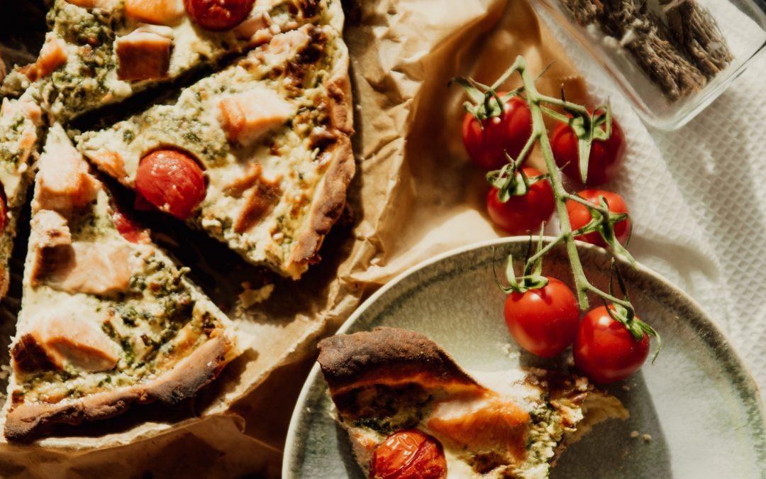 Mangold-Quiche mit Kirschtomaten & Feta
