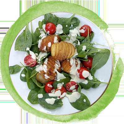 Fächerkartoffeln auf Spinat-Salat mit frischem Joghurt-Dip