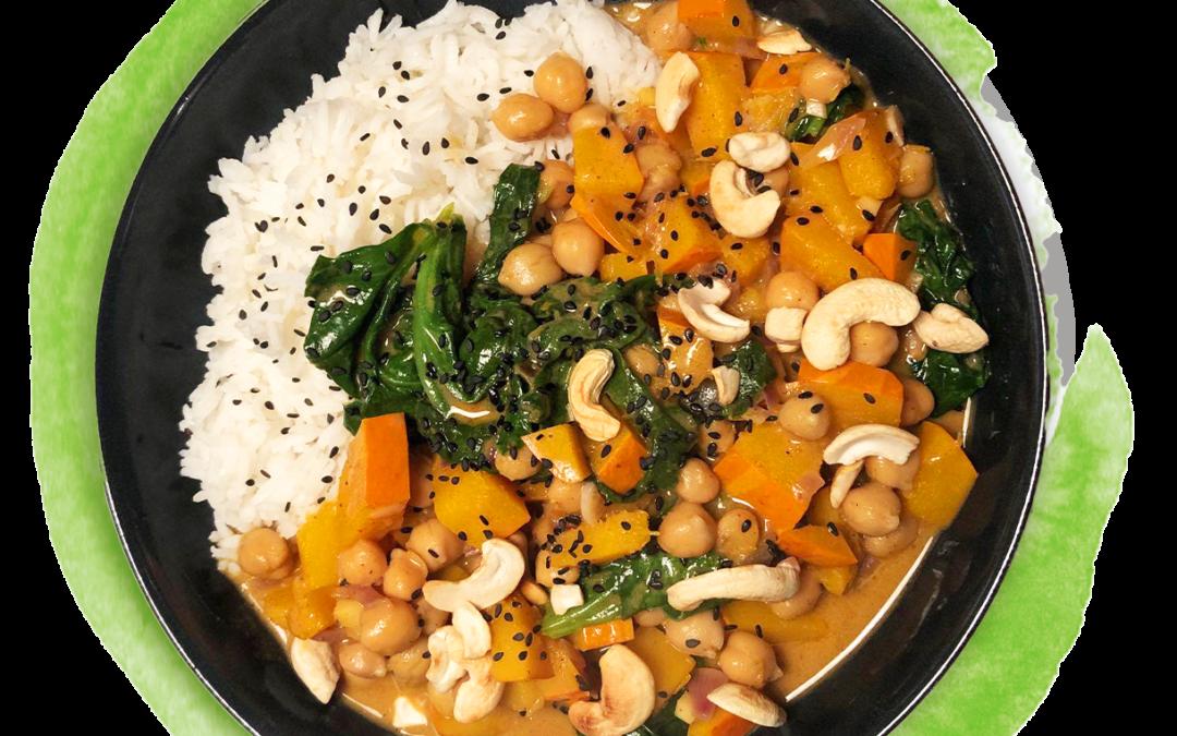 Kürbis-Kichererbsen-Curry mit Spinat und Kokosmilch